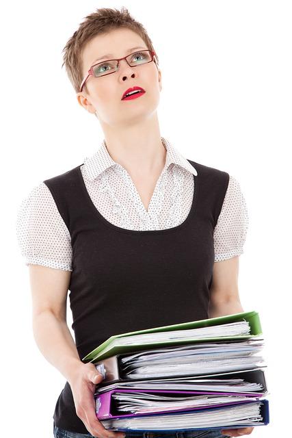 自分の能力以上の仕事をさせられる!ストレスで潰れる前に行うべき対応策